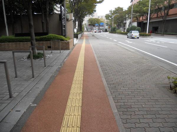 県庁前通り歩道